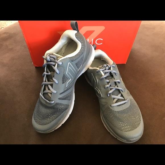 f8d6661ae Vionic Shoes - Women s Vionic Miles Grey Athletic shoes - Size 6